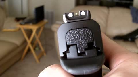 Gun pr0n Smith and Wesson M&P9 closeups