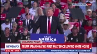 """Crowd Goes Wild As President Trump Reads """"The Snake"""" Poem At Rally In Ohio"""