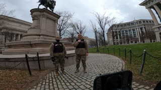 部署在街口的國民警衛隊軍人- National Guards