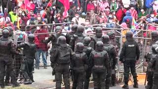 Manifestación indígena fue dispersada con gases lacrimógenos por la Policía en Quito