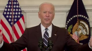 """Biden AVOIDS Reporters When Asked """"Is This Constitutional?"""" After Creepily Whispering"""
