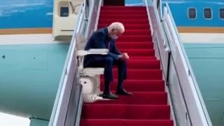Joe Biden Treppenlift AF1 (19. März 2021)
