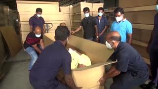 Sri Lanka produces cardboard coffins amid COVID surge