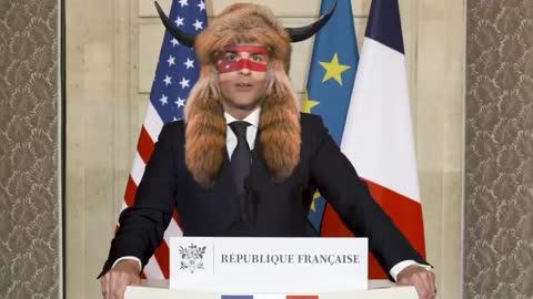 #Humour - Illuminati Reptilien - Macron rhabillé pour l'hiver!