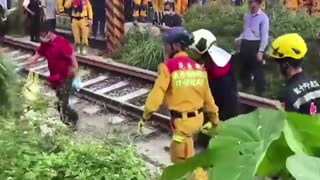Rescuers recover bodies from Taiwan train wreck