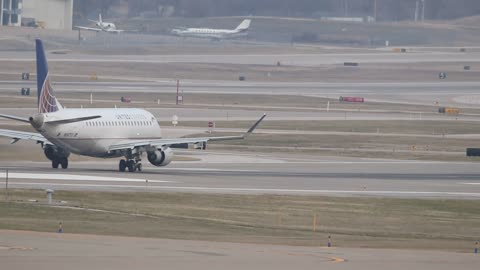 SkyWest (United Express) Embraer ERJ-175 Departing St Louis Lambert Intl Airport