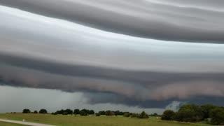 Stunning Shelf Cloud Streaks Across Sky