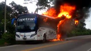 Bus de Copetrán se incendió en la vía Bucaramanga