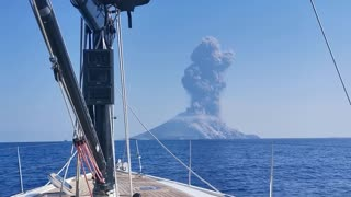 Watch the EXACT moment the Stromboli volcano erupted!