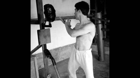 Training Bruce Lee v Muhammad Ali