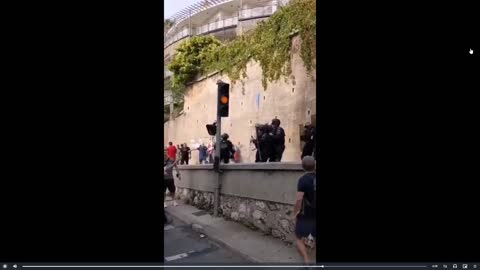 """French protesting Great Reset """"BUILD BACK BETTER"""" Plan for Covid Passports"""