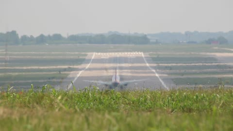 Southwest Airlines Boeing 737-800 Flt 1833 Landing at St Louis Lambert Intl - STL