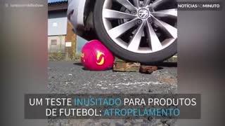 Youtuber usa carro para testar produtos de futebol
