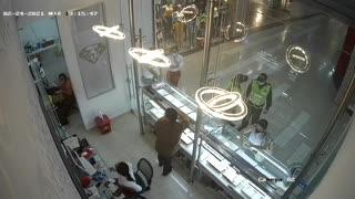Falsos policías roban joyería