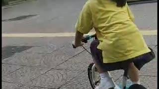 Pepper's World: Kids Biking 2km in 5 minutes (Hong Kong)