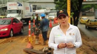 Filtración de agua en una obra generó colpaso vehicular en la vía Girón - Bucaramanga