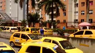 Paro de buses y taxis | CC Cacique