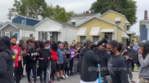 Protesters dancing Louisville