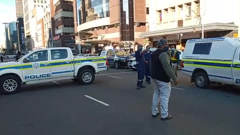 SAPS are standing off at a hostage situation in the Durban CBD