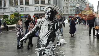 Amazing Human Statue | Street Performance