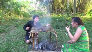 Primitive Fishing Skills Catch Big Fish At River - Delicious Cooking Skills To Survive.