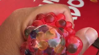 [SlowMotion] Squeeze Balls