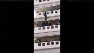 Βύρωνας: Πυροσβέστες έσωσαν γυναίκα που επιχείρησε να αυτοκτονήσει!