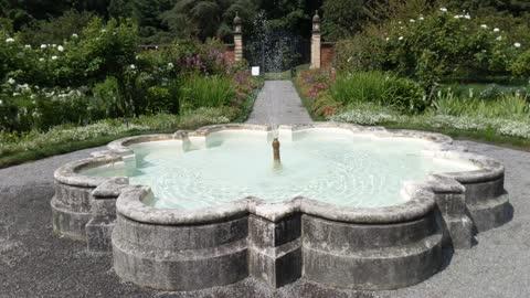 Slow Motion Center Fountain