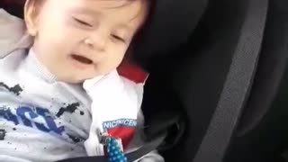 the exact moment this baby literally sings himself to sleep