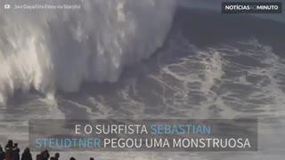 Sebastian Steudtner surfa onda gigante em Portugal