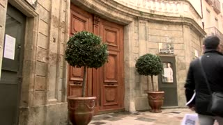 French mayor defies rules to open museums