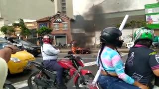 Queman moto de presuntos ladrones en Bucaramanga