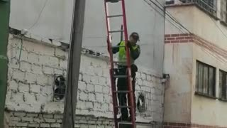 Video: Hombre recibió una descarga eléctrica en el centro de Bucaramanga