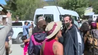 Manifestantes antiminería apedrean el vehículo del presidente de Argentina