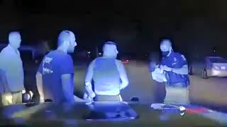 Polícia do Michigan salva bebé de sufocar