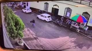 Video: Cámaras de seguridad grabaron el atentado de un sicario en Bucaramanga