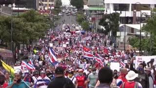 Policía y manifestantes se enfrentan cerca de Casa Presidencial en Costa Rica