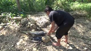 Amazing Fishing Primitive Fishing Skills Catch Big Fish At River - Fishing For Survival