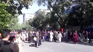 Kabul residents worry over looming financial crisis