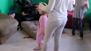 10 year old girl and her siblings sing Dance Monkey