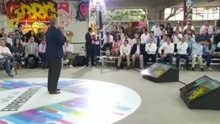 Presidente Duque hablando sobre el salario del 75% a jóvenes