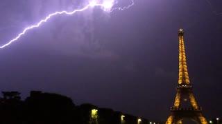 Lightning struck near at eiffel tower