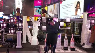 Mayor Bill De Blasio Dances In Time Square With Wife While Banning New Yorkers From Entering Area