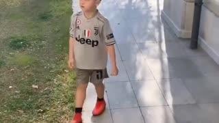 Pjanićev sin imitira Cristiana Ronalda