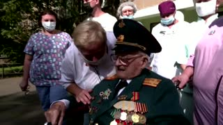 WW2 veteran beats COVID after weeks in hospital