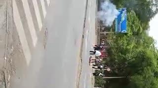 Video: encapuchado resultó herido tras explosión de papa bomba en Medellín