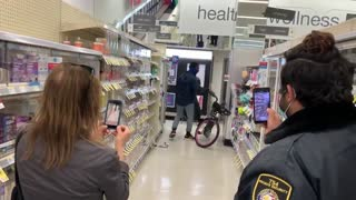 Thief steals in Walgreens, San Francisco in broad light, Security refuses to him
