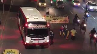 Galería: 'Plan tortuga' de los taxistas en Bucaramanga avanza por la carrera Autopista