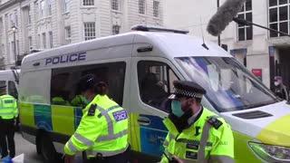 POLICE ARREST E R PROTESTERS UNDER COVID LAWS TRAFALGAR SQUARE LONDON