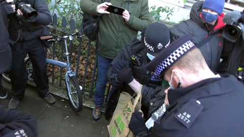 ENGLISH COPS ARREST 92 YEAR OLD FOR COVID REGULATIONS